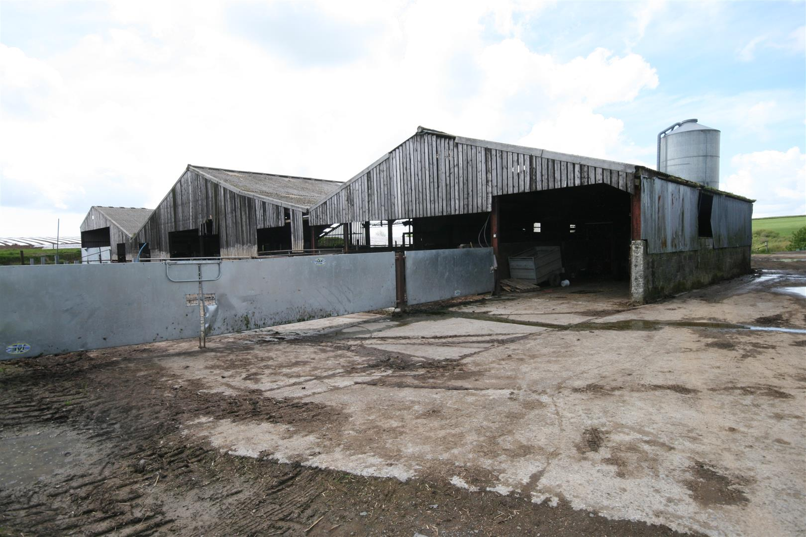 FORMER MILKING PARLOUR/RECEPTION YARD